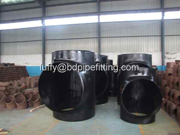 Alloy pipe fitting (105)