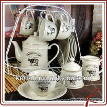 Copos de chá de cerâmica e pires