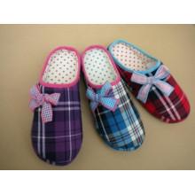Zapatillas de interior, zapatillas interiores de diferentes colores con lazo