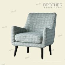 Le plus nouveau salon en bois solide a capitonné le tissu a accenté la chaise de club