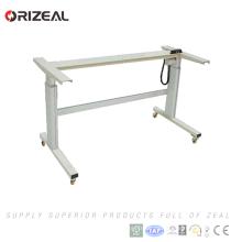 El último diseño del escritorio de trabajo eléctrico sano del metal sienta el escritorio ajustable de la altura del escritorio del soporte con el regulador