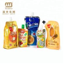 L'emballage biodégradable adapté aux besoins du client de jus de boisson tiennent la poche jetable de sac à boire de bec
