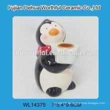 Útil titular de la vela de cerámica en forma de pingüino