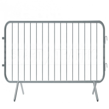 Powder coated interlocking portable mobile safety crowd control barriers with flat feet