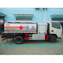 Venta caliente 5000 litros pequeño petrolero, dongfeng buque de combustible móvil con dispensador de combustible