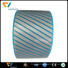 salut vis couleur matériau réfléchissant ruban élastique brillant dans la bande de tissu sombre