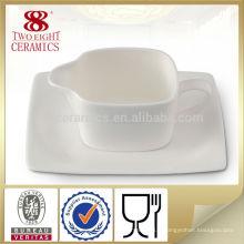 Saucière de restaurant en céramique blanche avec soucoupe mini pot à lait en céramique