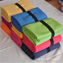 Anti slip suede custom logo 80% polyester 20% polyamide sand free beach towel with loop