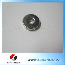 Pequeño anillo magnético de neodimio