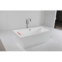 Акриловая автономная ванна с красивой кривой линией