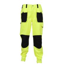 schweißende Arbeitskleidung mit Knieschützer