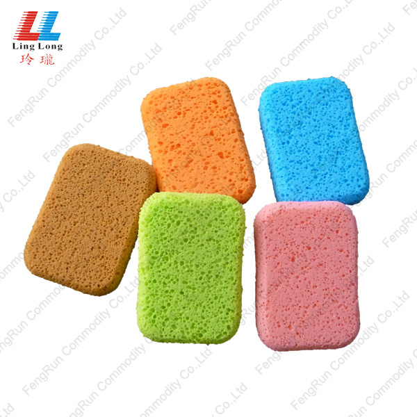 massaging sponge cleaning