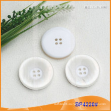 Botón de poliéster / Botón de plástico / Botón de camisa de resina para el escudo BP4220