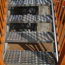 Placa de rodadura antideslizante de metal perforado / banda de rodadura de escalera