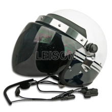 Taktischer Helm mit Walkie-Talkies System