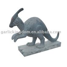 Belle sculpture en pierre aux dinosaures