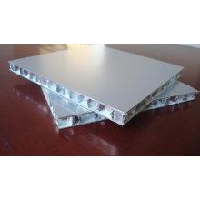 Kundenspezifische Wabenplatten für Fassaden