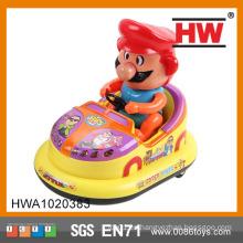 Coche vendedor caliente del plástico 18CM B / O con la luz y el juguete de parachoques del coche de la música