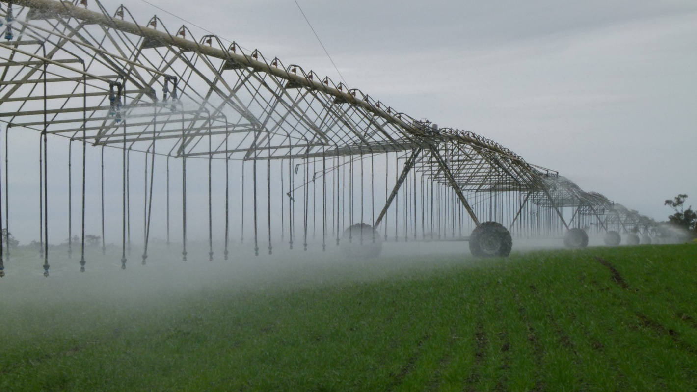 center pivot sprinklingirrigation system for farm