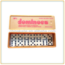 Juego de dominó en caja de plástico