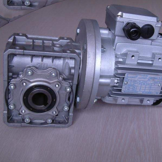 speed reducer (30)