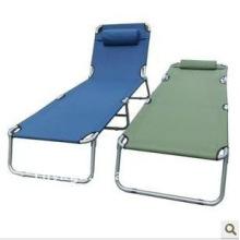 cama de campaña con almohada