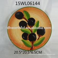 Круглый керамический поднос с оливковым дизайном