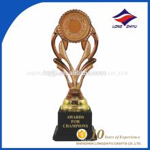 Alta calidad con el trofeo plástico de encargo del recuerdo del latón