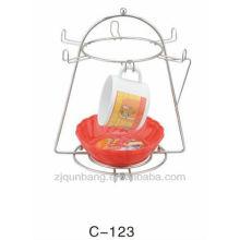 Горячая металлическая чашка с металлическим чайником