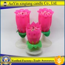 Abrindo vela de aniversário de aniversário de flor de fogos de artifício