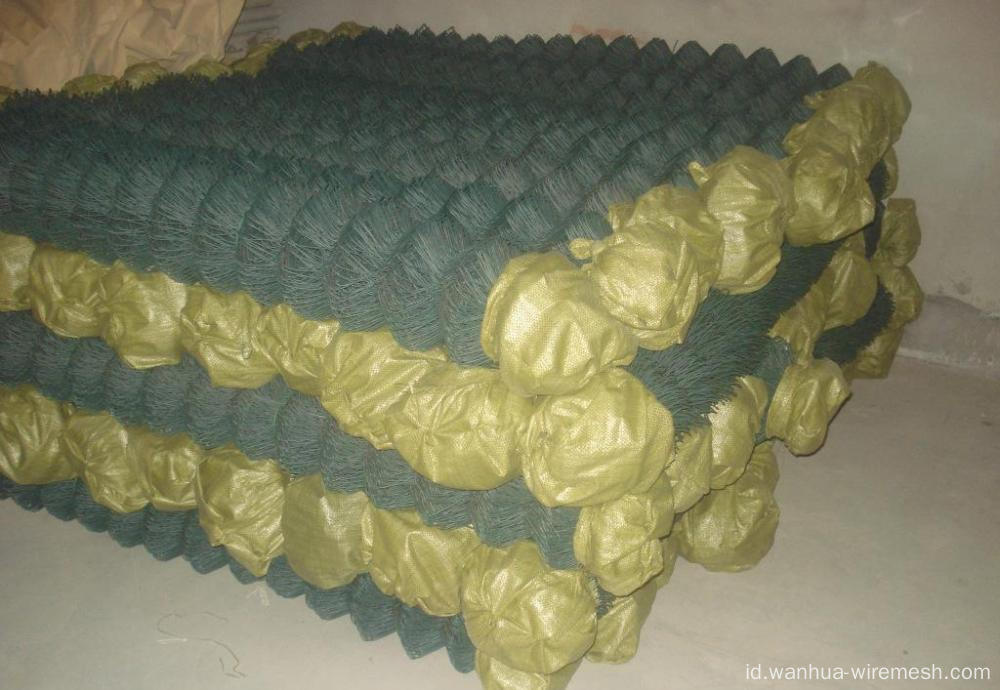 Chain link wire mesh roll