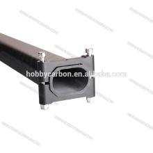 Le tube octogonal horizontal serre le fil M3 noir anodisé de bride mobile 20x30mm