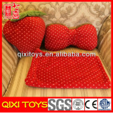 High quality latest design plush strawberry pillow