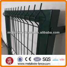 Metal mesh fence gate design