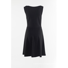 Черная юбка без рукавов с петелькой спереди