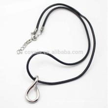Collar de plata de la suerte 8 forma con la cuerda de cuero