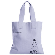 White shopping bags are simple and convenient