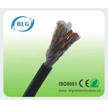 L'usine de Shenzhen fabrique les câbles par téléphone
