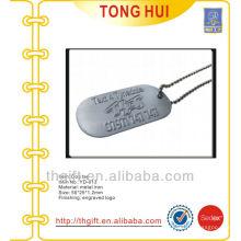 Etiquetas de perro de metal colgantes collar w levantó logo