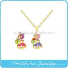 Esmalte colorido alta qaulity adorável meninos e meninas personagens de pingente de aço inoxidável colar de jóias design para criança
