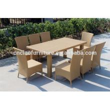 Grande mesa de jantar projeta 8 cadeiras