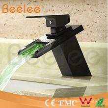 Neuer hydraulischer LED-schwarzer Kugel-einzelner Griff-Glaswasserfall-Bassin-Wasser-Mischer Ql140418bf