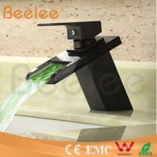 Nouveau mélangeur en verre Ql140418bf d'eau de bassin de cascade en verre de poignée noire d'orbe