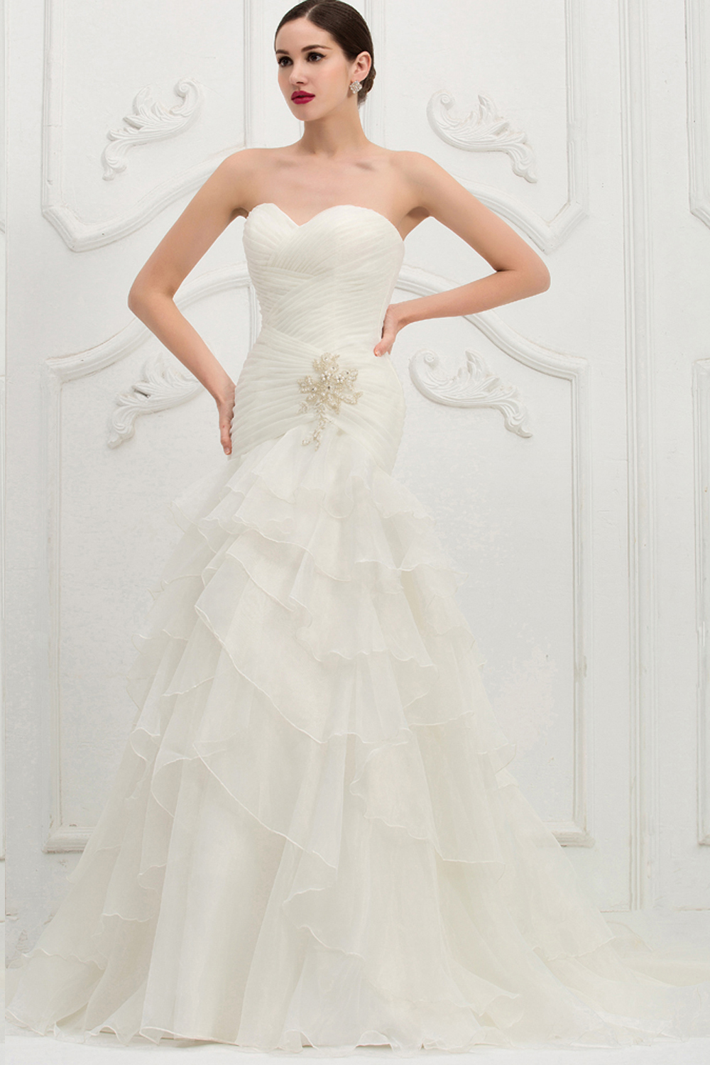 trumpet-mermaid-strapless-sweep-train-organza-wedding-dress-with-appliques
