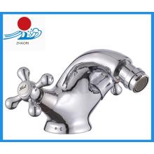 Robinet d'eau en bidet en laiton à deux poignées (ZR30310)