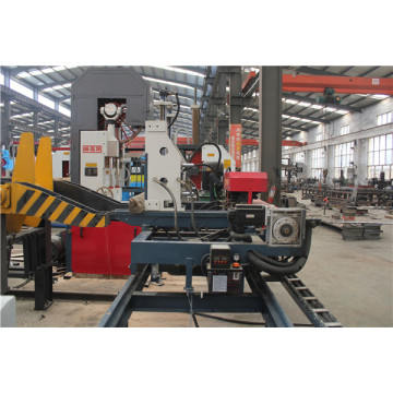 Automatic hydraulic saw carriage for timber cutting