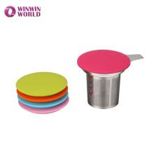 Vente chaude Amazon cadeau en acier inoxydable feuille lâche une tasse thé infuseur panier avec base de couleur