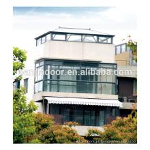 Boas portas de escritórios interiores com janelas