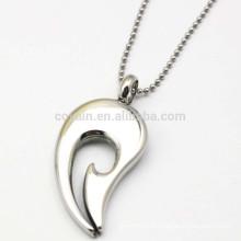 Выдолбленное блестящее серебряное ожерелье перца металла для подарка