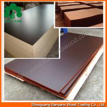Madera contrachapada marrón / negra de la cara de la película de Banyans del fabricante de China